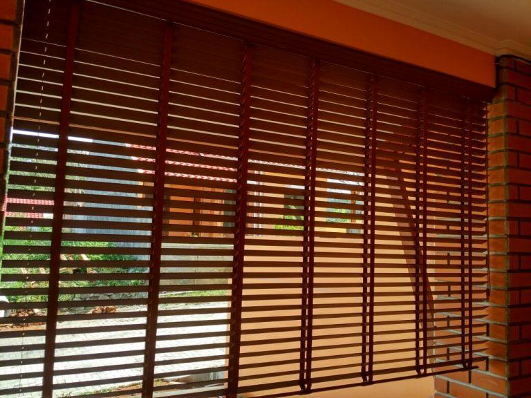 Lengkapi Eksterior Rumah Modern dengan UV Blind yang Indah