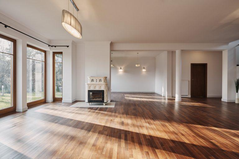 Inspirasi Interior Rumah Minimalis dengan Karpet Kayu PVC