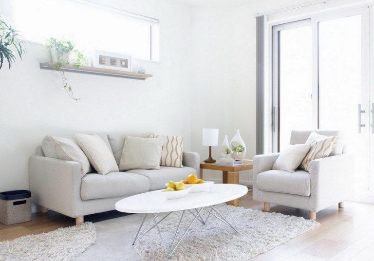 Dekor Ruang Tamu Minimalis dengan Nuansa Putih yang Elegan